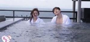 《我們結婚了》李宗泫-孔升妍泡露天溫泉 互動不斷甜蜜升級