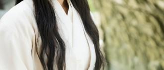 《朝鮮名偵探3》劇照公開 金智媛古裝扮相驚艷