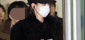 水原希子涉嫌秘密抵達韓國,YG娛樂的工作人員有到機場接機。