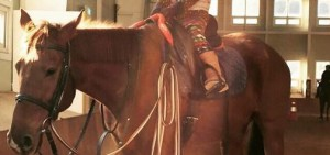 Tablo曬Haru騎馬照 「我是威風凜凜的騎馬公主」
