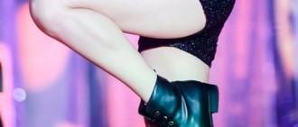 TWICE Nayeon在歌謠祭中11張性感大腿照片