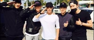 好人緣! EXO燦烈、世勳、Suho和SJ-M周覓歡送東海