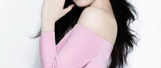 秀智登《COSMOPOLITAN》香港版封面 清純魅力如花綻放