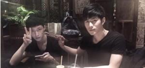 EXO LAY和陳學冬公開合照,「是吃讓兩個人走到了一起?」