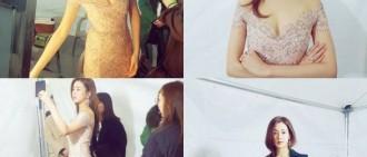 公開戀愛后首次亮相的姜素拉 越發升級的美貌+完美身材