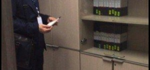 《Producer》金秀賢拍攝現場捕捉 利落套裝充滿新人PD范兒