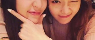 Krystal微博曬與Jessica合影 姐妹情深令人艷羨