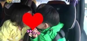 秋小愛與宋萬歲在超人回來了節目中的可愛BOBO圖