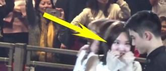 TWICE Nayeon對D.O羞澀地鞠躬情況被粉絲拍下