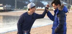 劉在石對李瑞鎮情有獨鍾 開心抱抱挽手臂