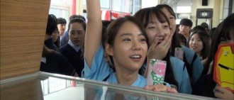 Kara韓勝妍回歸校園 上學第一天就落淚?