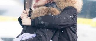 粉絲在韓國最早的初雪中捕捉了TWICE動人的照片