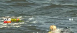 《Running man》Amber專業級游泳實力令人驚嘆,「好像遇到水的海豚」