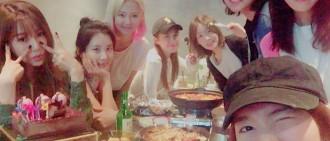 少女時代完整體一起為5月生日的成員慶祝