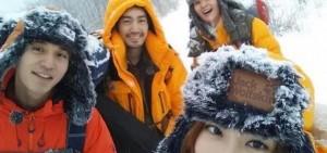 《Roommate2》成員野營合照公開 「冰天雪地中的相聚」