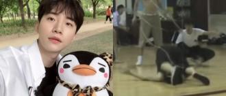 2PM俊昊昨日入伍 驚險練習受傷片段再惹熱議
