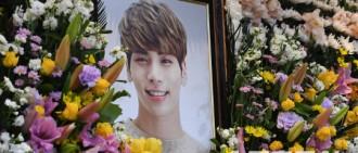 SHINee鐘鉉靈堂對外開放 眾多粉絲弔唁淚別