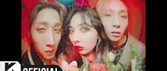 近日,韓網友整理了Red Velvet澀琪的神奇走路方式,使她再度成為韓網討論的熱門人物。