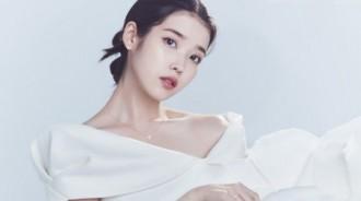 IU拍珠寶主題宣傳寫真 穿白衣露香肩氣質清麗