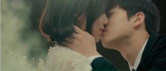 【影片】EXO-L眼睛快閉起來 Suho吻脣、碰鼻樣樣來