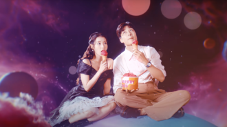 IU新歌MV中的那個男子是誰?她又為何在凌晨發布歌曲?