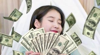 和宋慧喬並稱中小企業的IU:今年最多賺527億!所到之處都賺錢